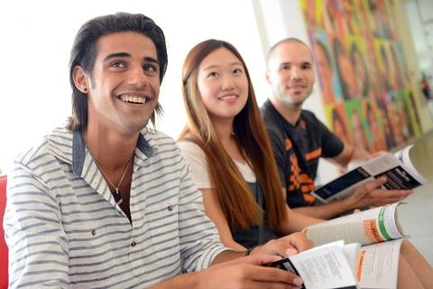 students (c) LALSprachreisen
