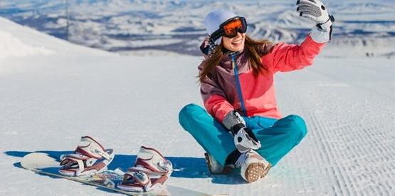 Snowboarderin (c) Shutterstock